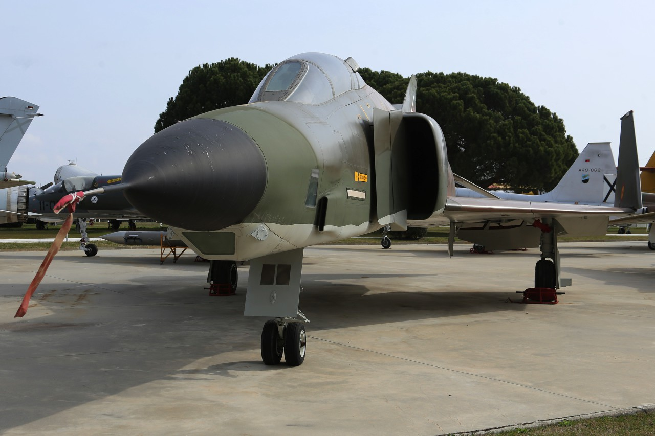 Reconnaissance aircraft RF-4C Phantom II
